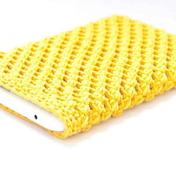 mobile, tablet & laptop case crochet pattern desig