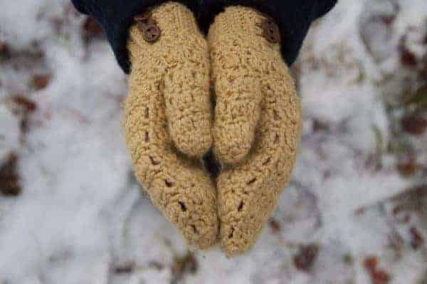 bellus mittens crochet pattern design
