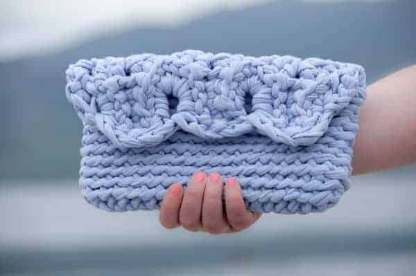 crochet summer clutch