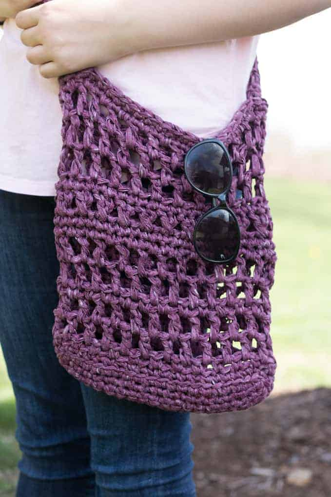 amazing crochet market bags, a crochet market bag with sunglasses, modeled