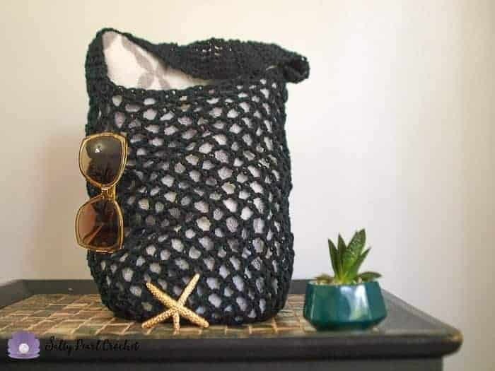 amazing crochet market bags, a mesh crochet market bag or beach bag with towels and sunglasses