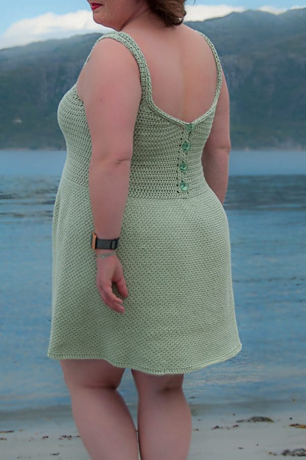 Vivo dress crochet pattern design, crochet dress modeled by the see, crochet vivo dress free crochet pattern, paintbox yarns cotton dk