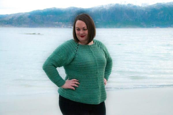 crochet Ver cardigan free crochet pattern, crochet plus size, regular size and petite size crochet cardigan modeled