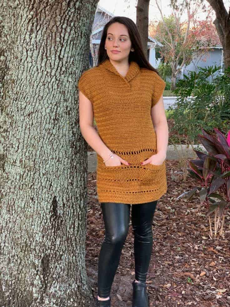 Trendy crochet tunic with pockets and ribbed collar.