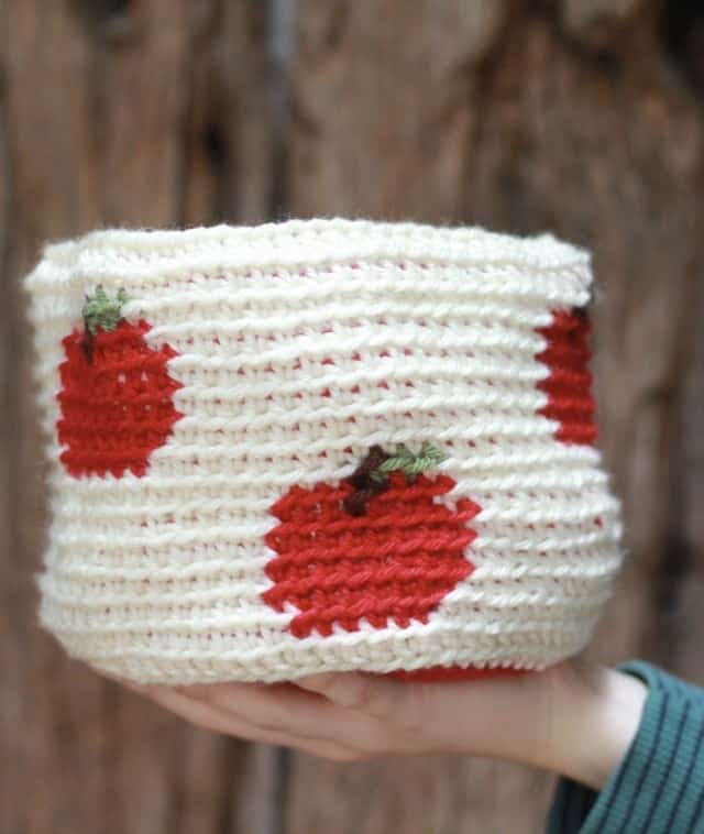 Apple A Day Crochet Basket: Free Crochet Pattern