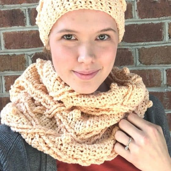 The Fallglow Cabled Cowl - FREE Crochet Pattern