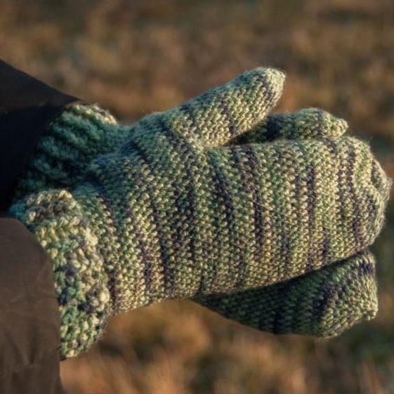 Crochet Snow Mittens - FREE Crochet Pattern
