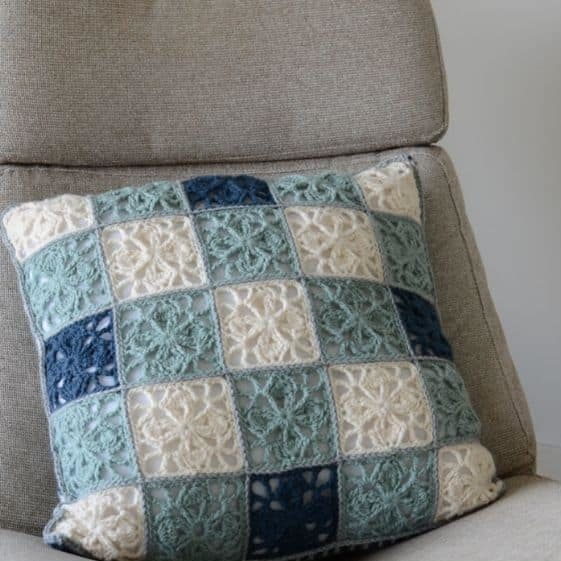 Clover Leaf Granny Square Pillow - FREE Crochet Pattern